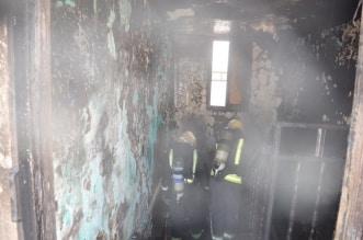 حريق شقة يحتجز 4 أشخاص في تبوك