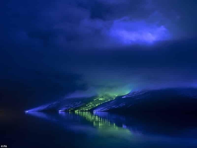 فنان يركب 1000 مصباح على طول جبال كونيمارا الأيرلندية - المواطن