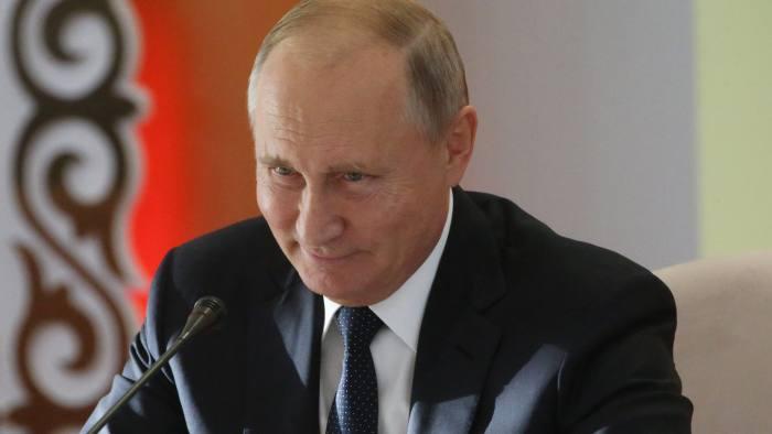 لحظة وصول فلاديمير بوتين إلى مكتبه لحضور قمة مجموعة العشرين