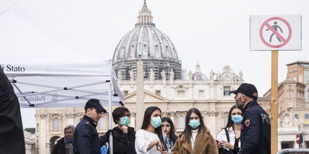 وفيات كورونا اليومية في إيطاليا تتخطى الـ500 لأول مرة منذ إبريل