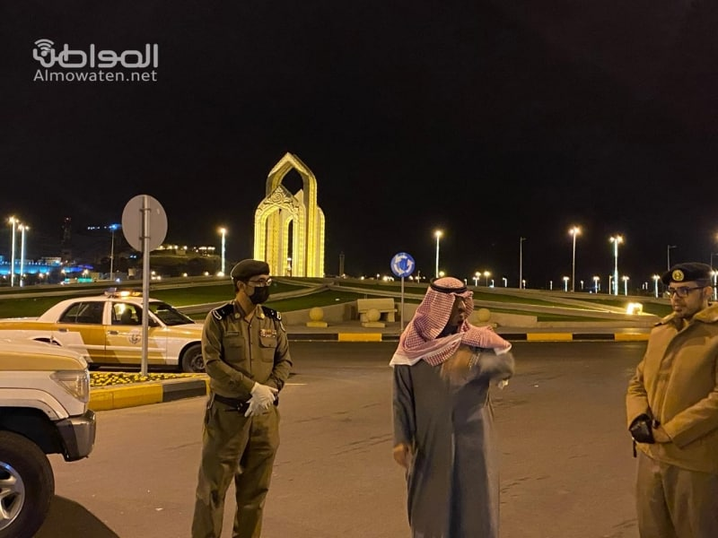 محافظ أحد رفيدة والقيادات الأمنية في الميدان لمتابعة قرار منع التجول - المواطن