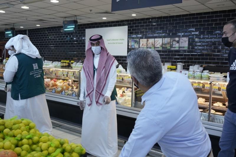 """مدير تجارة تبوك لـ """"المواطن"""" : المواد التموينية والغذائية متوفرة بكميات كبيرة - المواطن"""