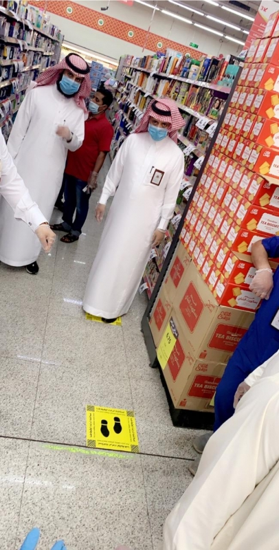 خيرية شعف جارمة تعقم الصرافات الآلية وتوزع القفازات - المواطن
