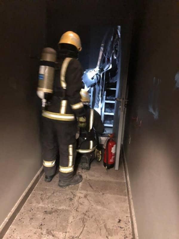 مدني بارق يخمد حريقاً بأحد البنوك