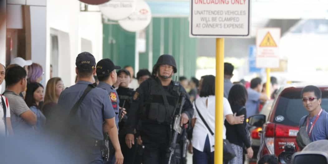 صور.. احتجاز 30 شخصاً رهائن في مركز تجاري بالفلبين