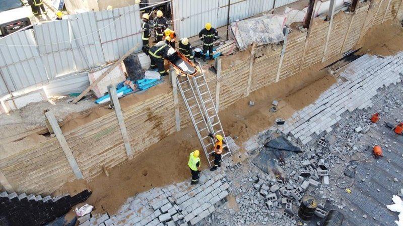وفاة وإصابة 3 أشخاص في حادث انهيار جدار برويس جدة - المواطن