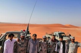 حرس الحدود يعثر على ثلاثة مقيمين من الجنسية الباكستانية فقدوا في صحراء الربع الخالي - المواطن