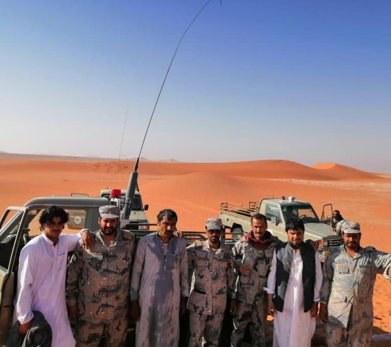 حرس الحدود يعثر على ثلاثة مقيمين من الجنسية الباكستانية فقدوا في صحراء الربع الخالي