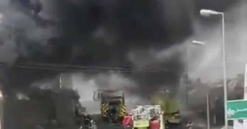 حريق يلتهم مستودعاً بمحافظة بلجرشي