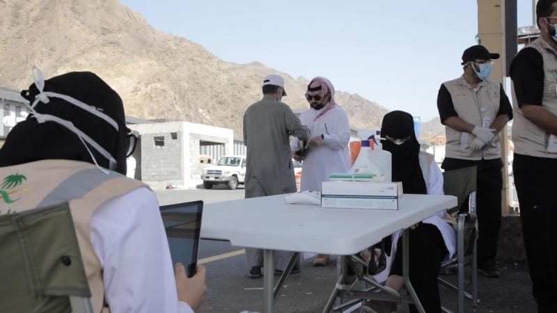 أمير عسير يتابع ميدانياً تنفيذ إجراءات الحد من كورونا - المواطن