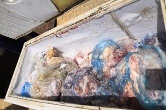 صور.. مصادرة 819 كيلو لحوم فاسدة داخل شقة سكنية بالدرب - المواطن