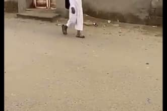 شاهد.. طالب في طريقة للمدرسة رغم تعليق الدراسة - المواطن