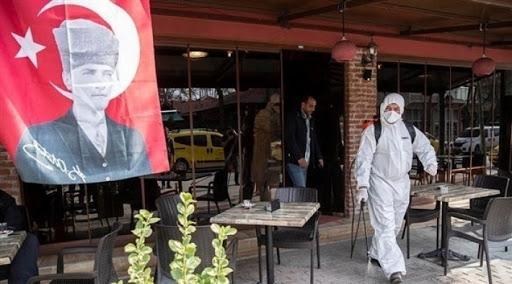 فيروس كورونا يغلق المدارس والجامعات في تركيا