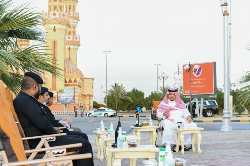 أمير الشمالية يشارك رجال الأمن إفطارهم الرمضاني في الميدان - المواطن