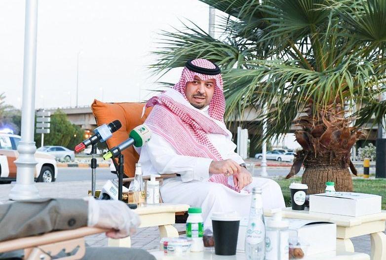 أمير الشمالية يشارك رجال الأمن إفطارهم الرمضاني في الميدان