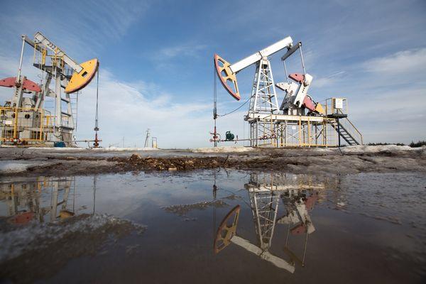 شكوك تحوم حول وفاء موسكو بتعهدها بخفض إنتاج النفط