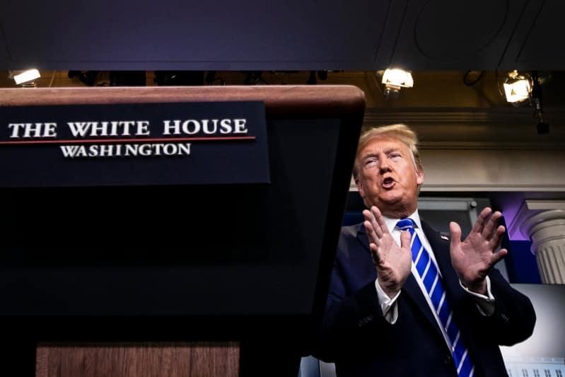 إعلامي بارز يشن هجومًا ناريًا على ترامب: يجب أن تخرس تمامًا