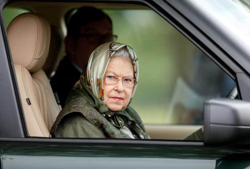 الشرطة البريطانية تعتقل خادم الملكة إليزابيث بعد سلسلة من السرقات