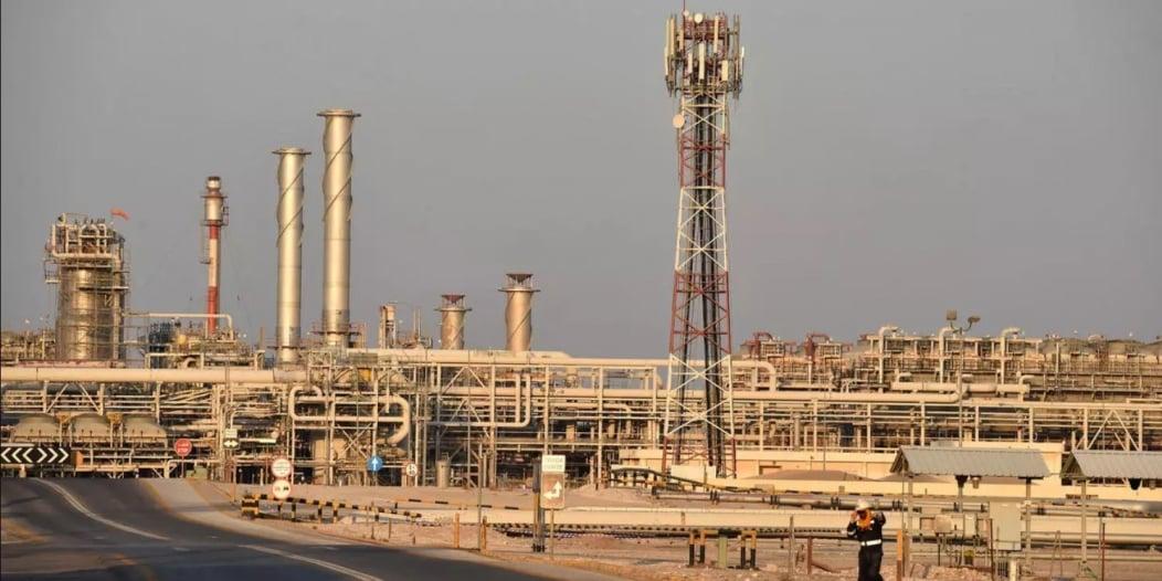 انخفاض أسعار النفط وبرنت يهبط إلى 44 دولارًا
