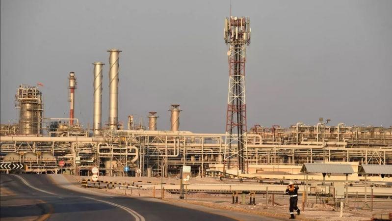 بين مطرقة روسيا وسندان أوبك هل يتعافى النفط ؟