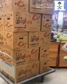 ضبط عمالة خزنت 1800 طبق بيض لبيعها بسعر مرتفع برفحاء