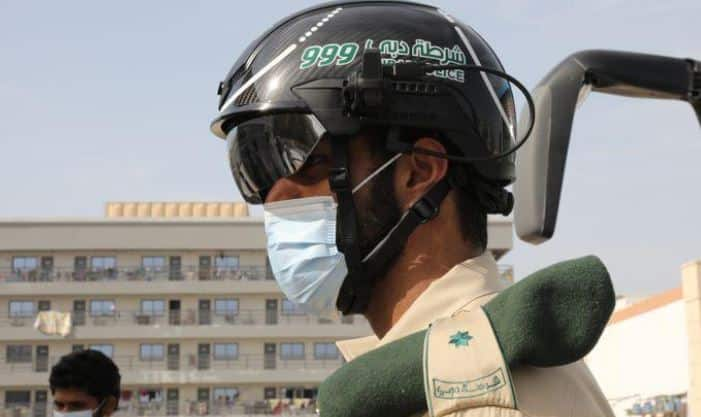 شرطة دبي تستخدم الخوذات الذكية لكشف مصابي كورونا
