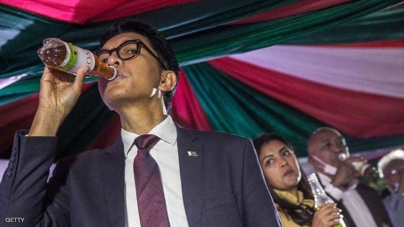 رئيس مدغشقر بعد علاج كورونا المزعوم: لا تستهينوا بالعلماء الأفارقة