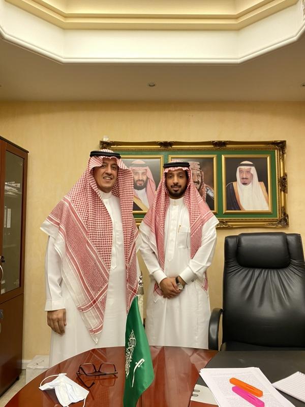 مواطن يحصد الدكتوراه من مقر سفارة السعودية في أبو ظبي - المواطن