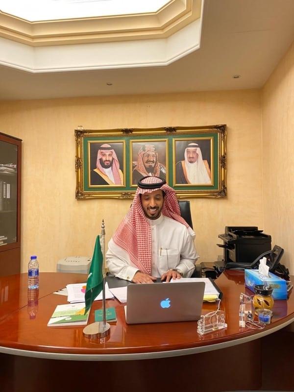 مواطن يحصد الدكتوراه من مقر سفارة السعودية في أبو ظبي