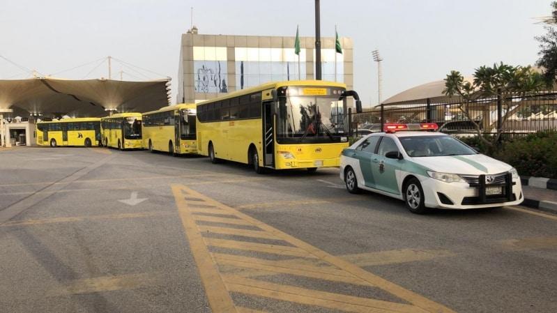 إنفاذاً لتوجيهات الملك سلمان.. وصول 790 مواطنًا ومواطنة عبر جسر الملك فهد - المواطن