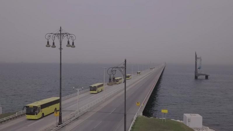 إنفاذاً لتوجيهات الملك سلمان.. وصول 790 مواطنًا ومواطنة عبر جسر الملك فهد