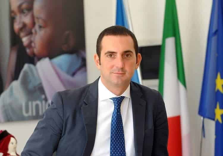 وزير الرياضة الإيطالي يُحذر من سيناريو فرنسا