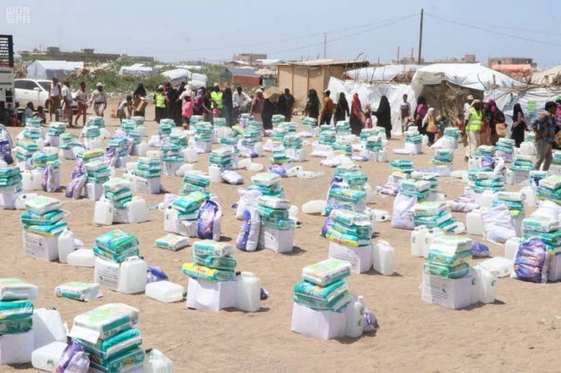 مركز الملك سلمان للإغاثة يوزع حقائب نظافة شخصية لنازحي الحديدة