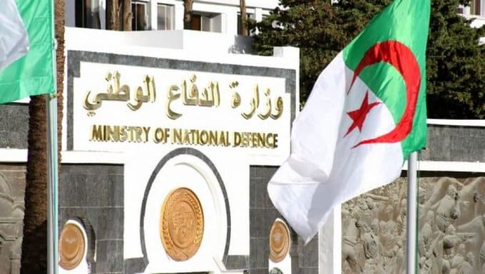 قادة الجيش الجزائري يتبرعون برواتبهم لمواجهة كورونا