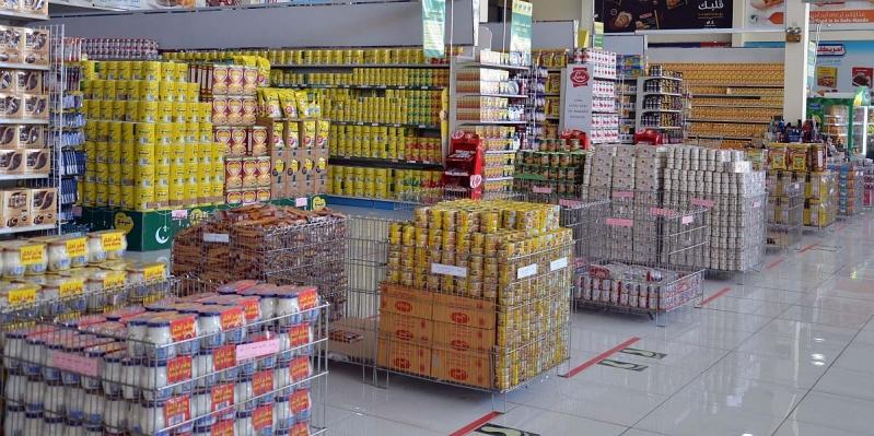 صور توثق وفرة المخزون الغذائي والمواد التموينية والاستهلاكية بالمدينة