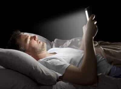 لصحتك.. قبل النوم ابتعد عن هاتفك الجوال