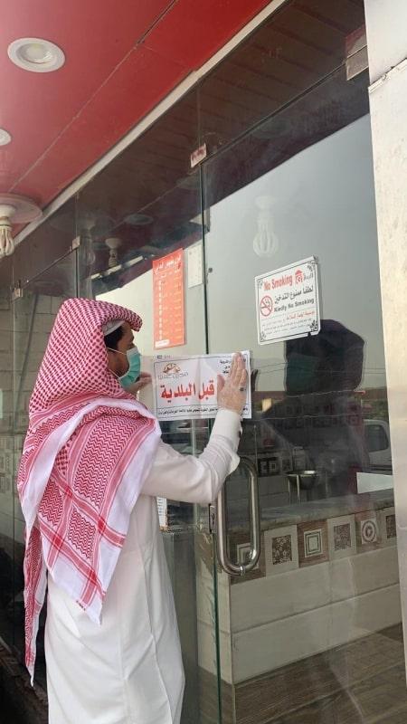 صور.. إغلاق 12 منشأه غذائية وإزالة 38 موقعًا مخالفًا بمحايل
