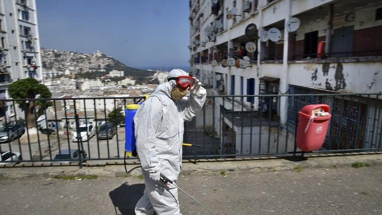 الجزائر تسجل 90 إصابة و10 وفيات جديدة بفيروس كورونا
