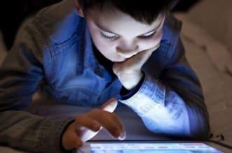 """استشارية لـ""""المواطن"""": هذا ما يسببه النظر المستمر لشاشة الأجهزة على أطفالكم - المواطن"""