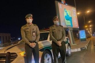 فيديو.. جوازات تبوك تساند الجهات الأمنية بتطبيق قرار منع التجول - المواطن