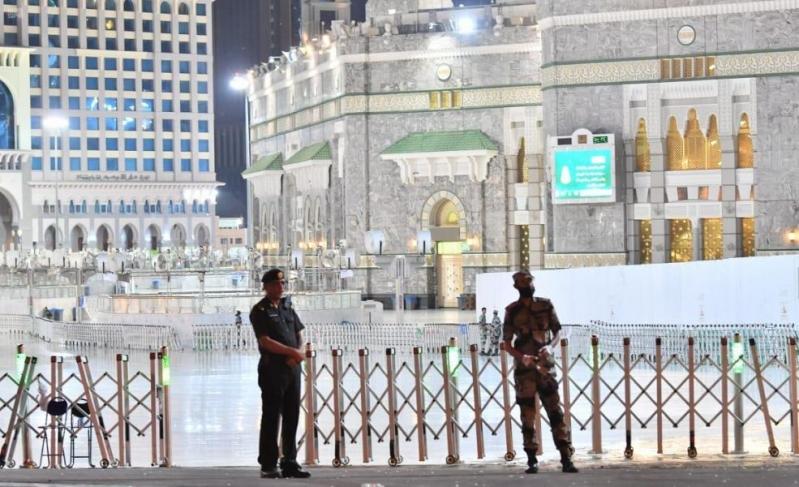 في أجواء روحانية.. أداء صلاة التراويح بالمسجد الحرام أول ليالي رمضان - المواطن