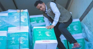 مركز الملك سلمان للإغاثة يوزع مساعدات للمتضررين في المكلا