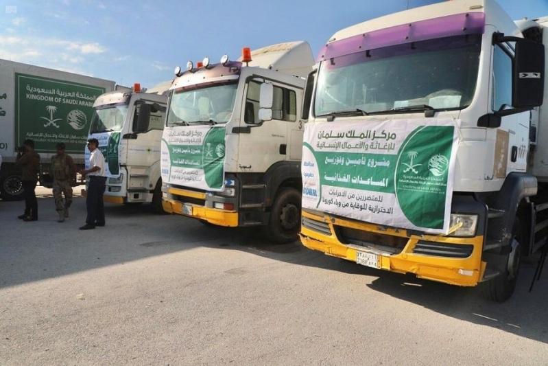 مركز الملك سلمان للإغاثة يوزع مساعدات للمتضررين في المكلا - المواطن