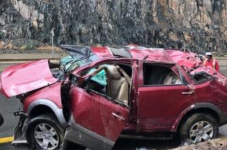 فيديو وصور.. حالة وفاة و6 إصابات بتصادم وانقلاب مركبة عائلية بالباحة - المواطن