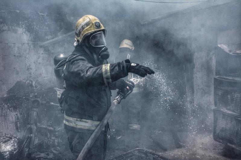 إصابة شخص في حريق منزل شعبي بحي الهنداوية بجدة