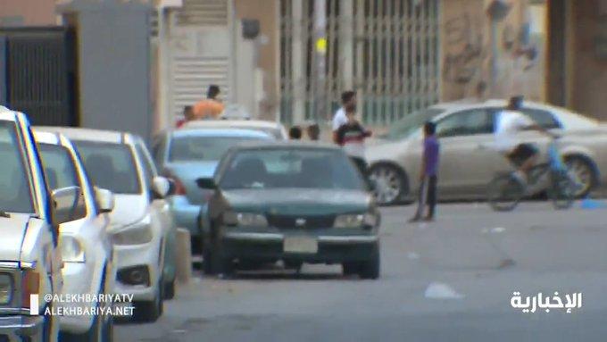فيديو.. مباراة كرة قدم في حي أم سليم المكتظ بالعمال في الرياض !