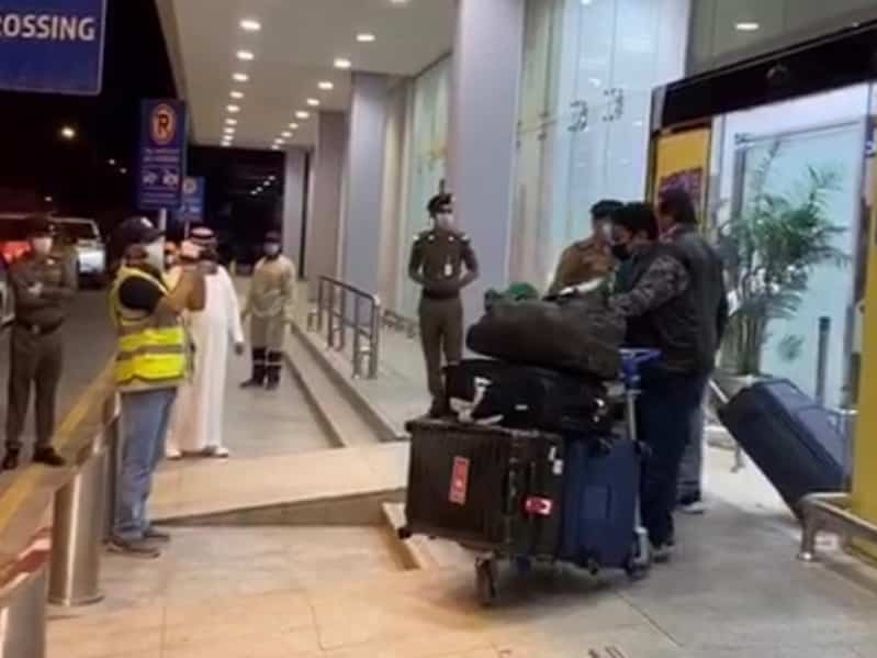 """فيديو وصور.. """"المواطن"""" توثق وصول 156 مواطناً من مدريد إلى مطار حائل"""