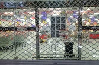 إغلاق مركز تسوق في بلقرن بعد بصق مقيم على الخضار والفاكهة - المواطن