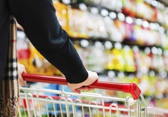 """محلل اقتصادي لـ""""المواطن"""": احذروا الشراء المظهري والتخفيضات الرمضانية"""