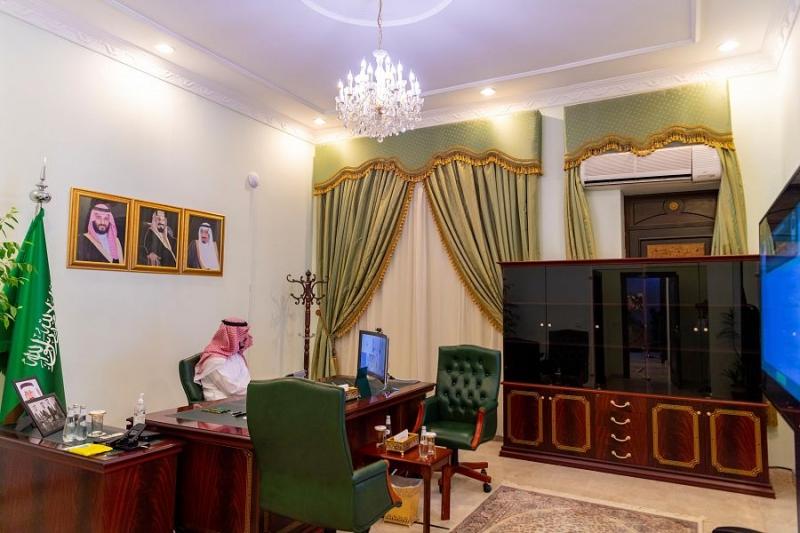 أمير الجوف يستعرض عن بعد التجاوب لإجراء فحص كورونا - المواطن